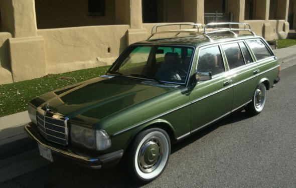 Can i please have you? perfect color perfect car 1980 Mercedes