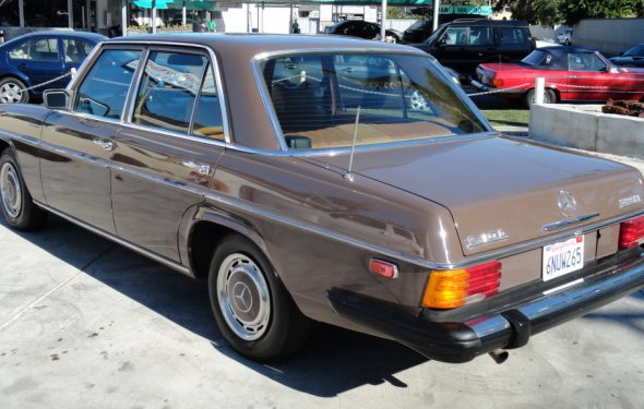 Gallery of Mercedes-Benz-240-D-Sedan