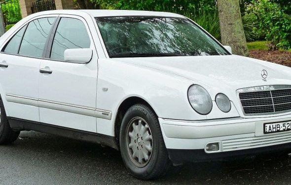 Mercedes-Benz E-Class (W210) - Wikipedia