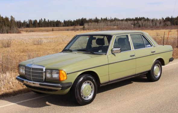 No Reserve: Euro 1982 Mercedes-Benz 300D 5-Speed | Bring a Trailer