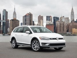 NYDN_2018_VW_Golf_Alltrack_Front_Quarter_Right